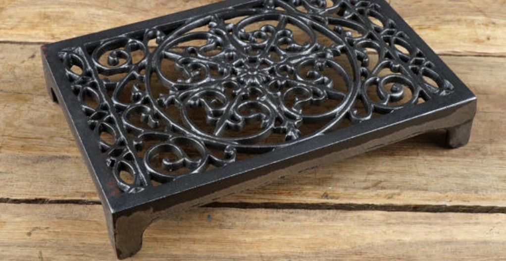 How Do You Remove Rust From a Cast Iron Trivet?