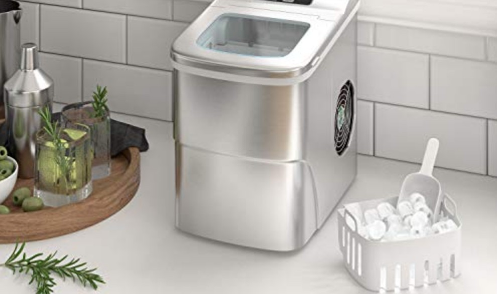 How to Defrost and Clean an Ice Maker